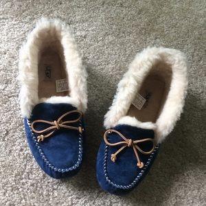 UGG Alena blue cozy slippers size 8. EUC